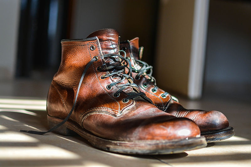 800px-Brown_leather_shoes