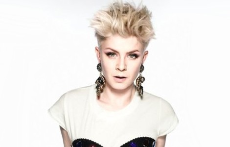 robyn-dancing-on-my-own-rize-remix